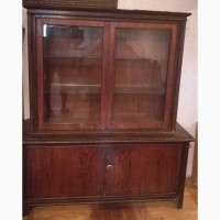 Антикварный шкаф-витрина