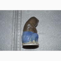 Фарфоровая статуэтка Мишка с балалайкой