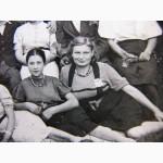 2 постановочных фото из КОНЦЛАГЕРЯ Остарбайтеров, угнанных в Германию. Agfa-Zupex 1943г