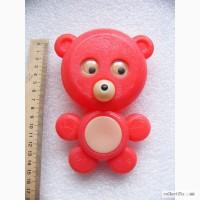 Редкий красный медвежонок -пищалка, пластик СССР
