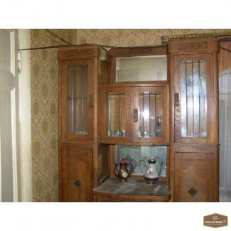 Старинный дубовый шкаф сервант