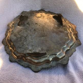 Мельхиоровый (посеребренный) диаметром 30 см, круглый поднос на ножках