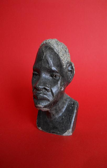 Фото 2. Бюст негритянской головы из натурального камня