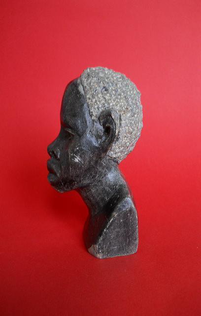 Фото 3. Бюст негритянской головы из натурального камня