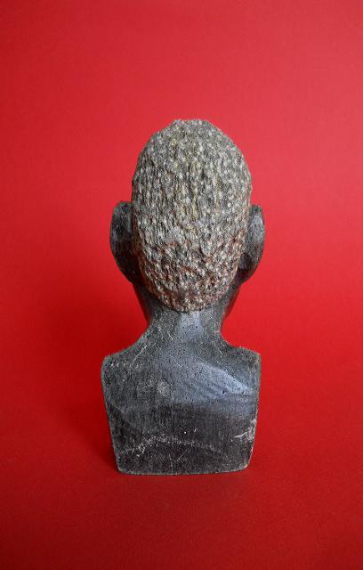 Фото 5. Бюст негритянской головы из натурального камня