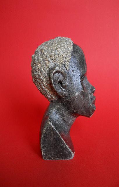 Фото 6. Бюст негритянской головы из натурального камня