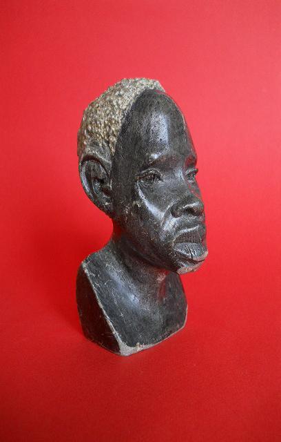 Фото 7. Бюст негритянской головы из натурального камня