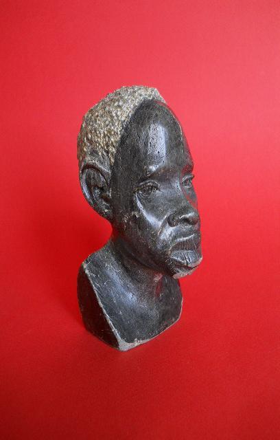 Фото 8. Бюст негритянской головы из натурального камня