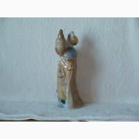 Продам фарфоровую статуетку-бутылка ссср 1978 год высота-30 см вес-725 грамм