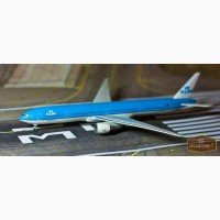 Коллекционная модель самолета Boeing 777-300 - KLM производства Herpa