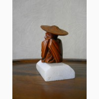 Винтажная деревянная статуэтка монаха