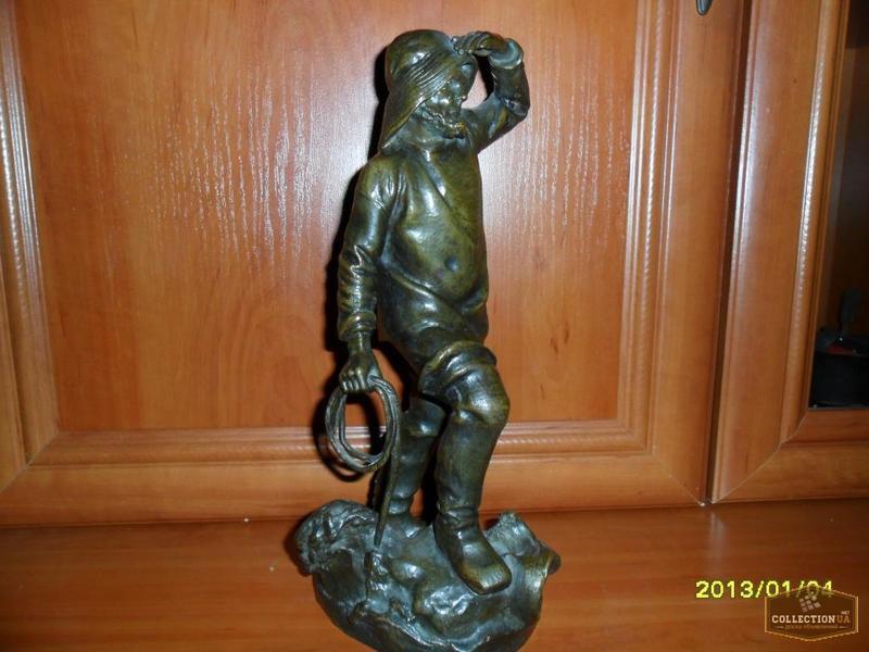 Бронзовая статуэтка старинная( у пробабушки стояла )стоит номер 4048, цельная не пустотелая вес -3,700 кг