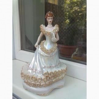 Статуэтка Дама с веером. Кружевной фарфор