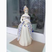 Фарфоровая статуэтка Барышня с веером
