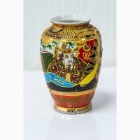 Японская антикварная фарфоровая ваза в позолоте с изображением богини Каннон
