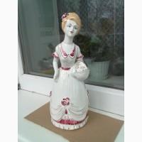 Фарфоровая статуэтка Барышня с корзинкой цветов