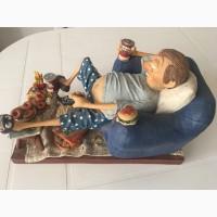 Продам, статуэтку современный французский фарфор, Кайф Пофигиста''90- годы20 века